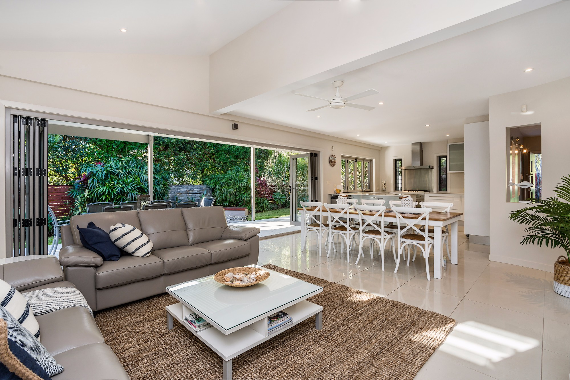 Byron beach style byron bay a perfect stay - Beach style living room ...