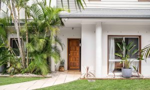 Baby Blue - Byron Bay - Front Entrance b