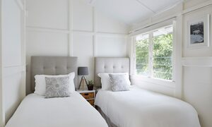 Mahalo House - Twin Bedroom
