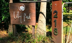 Entrance to The Lily Pad on Skinners Shoot Rd, Byron Bay.