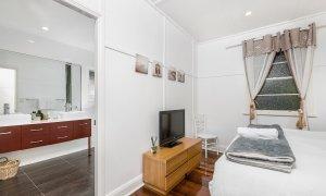 Aaloka Bay - Byron Bay - Bedroom 2 with ensuite