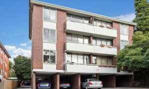 Aces Place Melbourne - Building and Parking