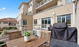 Alberts on Esplanade - Port Melbourne - Balcony with BBQ