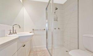 Alberts on Esplanade - Port Melbourne - Main Bathroom