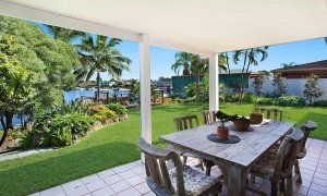Surfers Paradise Retreat - Gold Coast - Outdoor dining area