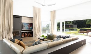Amileka - Byron Bay Hinterland - Sunken Leather Lounge and TV b