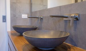 Apalie Retreat - Ewingsdale - master ensuite basins