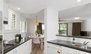 Apartment 1 Surfside - Byron Bay - Kitchen c