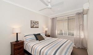 At Riverbend - Broadbeach Waters - Bedroom 2