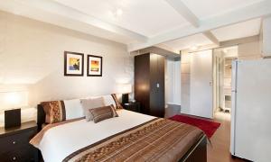 At Riverbend - Broadbeach Waters - Bedroom 3