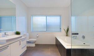 Athena On Moana - Broadbeach - Bathroom 1 with spa bath