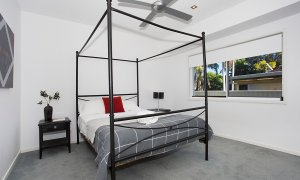 Athena On Moana - Broadbeach - Bedroom one