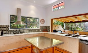 Aurora Byron Bay - New kitchen with concertina windows drawn back