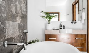 Bahari - Byron Bay - Bathroom Master Ensuite b