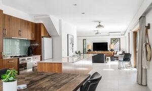 Bahari - Byron Bay - Kitchen and Living