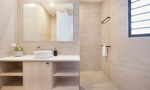 Bay Breeze - Broadbeach waters - Gold Coast - Ensuite Bathroom 3