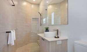 Bay Breeze - Broadbeach waters - Gold Coast - Ensuite Bathroom 2