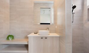Bay Breeze - Broadbeach waters - Gold Coast - Ensuite Bathroom 1