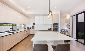Bay Breeze - Broadbeach waters - Gold Coast - Kitchen