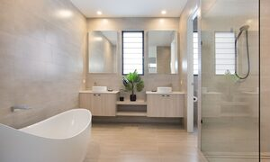 Bay Breeze - Broadbeach waters - Gold Coast - Shared Bathroom with bathtub