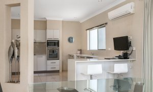 Bella on Banyan - Gold Coast - Kitchen a