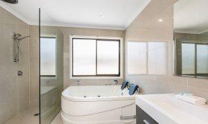Bella on Banyan - Gold Coast - Main Bathroom