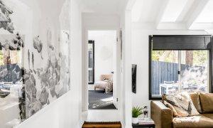 Black Star - Byron Bay - Hallway Looking Towards Master Bedroom