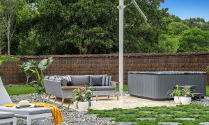 Blues Lodge - Byron Bay - Outdoor Setting and Spa c