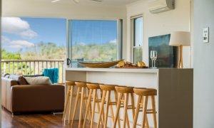 Bluewater House - kitchen bar