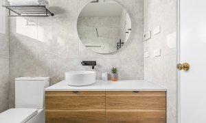 Buckingham - Richmond - Upstairs Bathroom a
