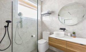Buckingham - Richmond - Upstairs Bathroom