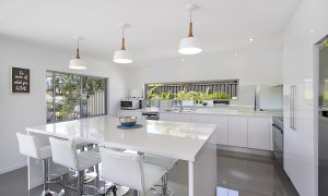 Buena Vista - Broadbeach Waters - Kitchen