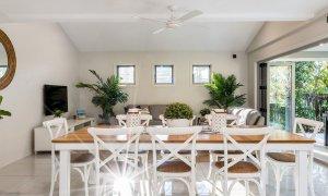 Byron Beach Style - Byron Bay - Dining Through to Lounge