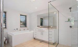 Byron Beach Style - Byron Bay - Downstairs Bathroom