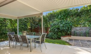 Byron Beach Style - Lower Deck Looking Into Garden