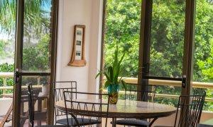 Byron Breeze 5 - Byron Bay - Clarkes Beach - Dining with balcony view