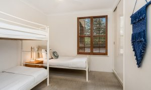 Byron Breeze 5 - Byron Bay - Clarkes Beach - bedroom 2 with bunk beds