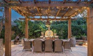 Byron Hills Hinterland Retreat - Byron Bay - Tuscan Style Pergola and Outdoor Dining b