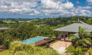 Callistemon View - Byron Bay Hinterland - Federal - property grounds