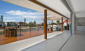 Capri Waters - Isle of Capri, Surfers Paradise - Outdoor entertainment area