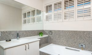 Casa Aqua - Gold Coast - Bathroom Downstairs