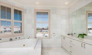 Casa Aqua - Gold Coast - Bathroom Upstairs