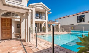 Casa Aqua - Gold Coast – Outdoor Pool Area c
