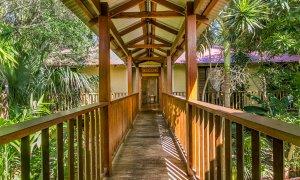 Casa Dan - Pavilion walkway towards bedrooms