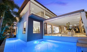 Casa Grande - Broadbeach Waters - Pool and House