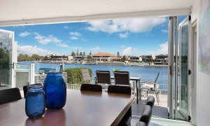 Casa Grande on the Water - Surfers Paradise - Dining room with canal view