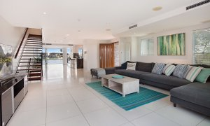 Casa Grande on the Water - Surfers Paradise - Living area