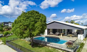 Casa Royale - Broadbeach Waters - Canal Frontage House and Pool