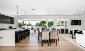 Casa Royale - Broadbeach Waters - Open Plan Living