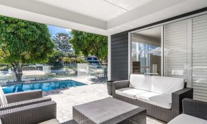 Casa Royale - Broadbeach Waters - Outdoor Setting and Pool